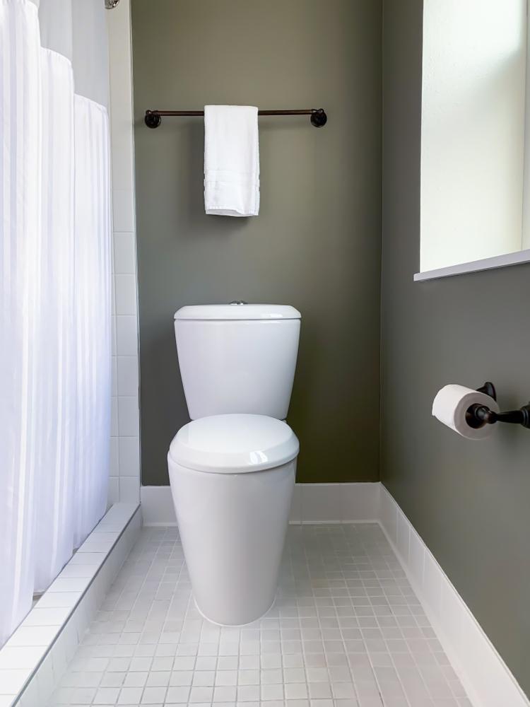 Small bathroom area